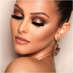 Golden #alcantaramakeup #makeupartist #makeup #anastasiabeverlyhills #hudabeauty #makeupaddict