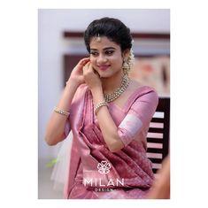 South Indian Bride Saree, Indian Bridal Sarees, Bridal Silk Saree, Indian Silk Sarees, Indian Bridal Fashion, Wedding Saree Blouse Designs, Silk Saree Blouse Designs, Saree Blouse Patterns, Indian Fancy Dress