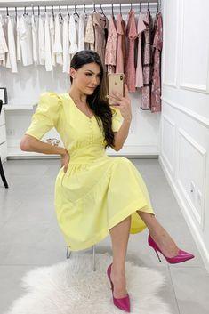 Ideias de moda feminina para se inspirar. #modaevangelica#modafeminina#diy#façavocêmesmo#cortecostura#woman#vestido#estilodemulher#blusafeminina#vestidosporestilo#saia#saiamidi#camiseta#acessóriosfemininos#joias#bijuterias#joiasfemininas#vestidomidi#vestidoverão#diy#ideiasdeblusafeminina#blusaciganinha#blusadelese#modaverão#vestidosimples#modafeminina#modaverao#mulherelegante#ideiasderoupasfemininas#moda#beleza#artesanato#façavocêmesmo   Jean Dress Outfits, Jeans Dress, Skirt Outfits, Womens High Heels, Kurti, Cute Dresses, Vintage Outfits, Short Sleeve Dresses, Tunic