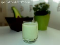 avocado final cu scris Healthy Drinks, Healthy Recipes, Healthy Food, Avocado, Nutribullet, Glass Of Milk, Panna Cotta, Deserts, Food And Drink
