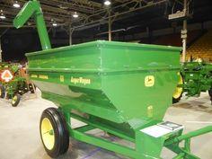 JOHN DEERE #68 Auger Wagon