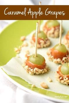 Caramel Apple Grapes are the perfect snack! Grapes dipped in caramel and then in nuts. A little treat that tastes like caramel apple in every bite. snacks with apples Caramel Apple Grapes - Belly Full Fingerfood Party, Appetizers For Party, Appetizer Recipes, Dessert Recipes, Toothpick Appetizers, Party Recipes, Fruit Appetizers, Party Dips, Fruit Snacks
