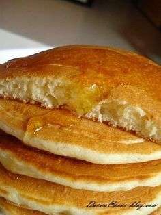 How about an express pancake recipe, to do when you wake up in the morning with a sudden craving for pancakes, or for a snack for the kids in the afternoon when they come home from school … no rest time , and very simple, this … Sweet Recipes, Cake Recipes, Chefs, Crepes And Waffles, Bowl Cake, Snacks, Food Cakes, Cake Pops, Macarons