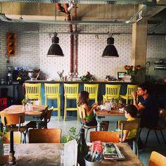 Stek. De nieuwe hotspot op de Wibautstraat Amsterdam.  Check mijn blog voor alle coole leuke tentjes in Amsterdam! STEK http://www.mytravelboektje.com/?p=237