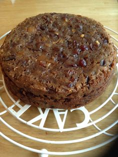 Simple and festive recipe for a slow cooker Christmas cake, a traditional fruit cake enjoyed at Christmas time in Great Britain. Feed it with alcohol in the weeks leading up to Christmas to preserve it! Slow Cooker Cake, Slow Cooker Recipes, Crockpot Recipes, Baking Recipes, Cake Recipes, Dessert Recipes, Christmas Desserts, Christmas Time, Christmas Recipes
