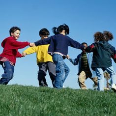 12 traditional games kids play in Spanish-speaking countries. All teach language! http://www.spanishplayground.net/12-traditional-games-spanish/  #flteach #langchat #bilingualkids