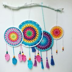 Free Pattern for easy Crochet Mandala. Instructions to make Dream Catcher or Crochet Wall Art – Annie Design Crochet Free Pattern for easy Crochet Mandala. Instructions to make Dream Catcher or Crochet Wall Art – Annie Design Crochet Crochet Wall Art, Crochet Wall Hangings, Crochet Home Decor, Love Crochet, Crochet Mandala Pattern, Crochet Doilies, Crochet Patterns, Tapestry Bedding, Boho Tapestry