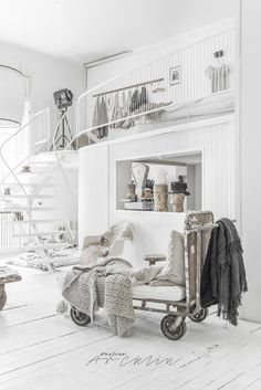 Stunning white industrial apartment in Milan (Daily Dream Decor) Design Loft, Loft Interior Design, Design Design, Industrial Apartment, Industrial Interiors, Industrial Bedroom, Industrial Wallpaper, Industrial Closet, Industrial Office
