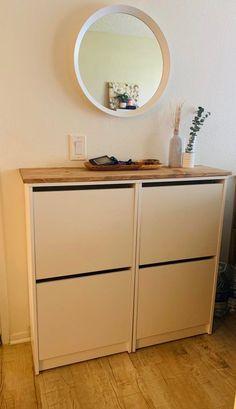 Shoe Cabinet Entryway, Shoe Cabinet Design, Small Condo Decorating, Hallway Decorating, Diy Cabinets, Shoe Cabinets, Ikea Bissa, Entrada Ikea, Flur Design