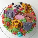 jungletaart met aap, beer, panda, olifant, leeuw, giraffe en nijlpaard  http://taartenacademie.nl/in-the-jungle-taart/