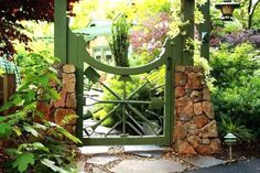 How to choose the best gate design for our home? Here are some of the best as well as simple gate designs for small houses as well as big houses that we have collected specially for you! Wooden Garden Gate, Metal Garden Gates, Rusty Garden, Wooden Gates, Garden Doors, Garden Fencing, Vintage Gardening, Fine Gardening, Vegetable Gardening