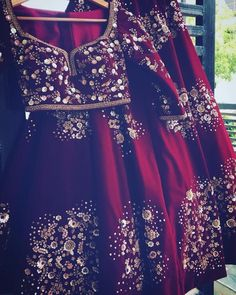 Sabyasachi bridal red design 32 Ideas for 2019 Indian Bridal Lehenga, Indian Bridal Wear, Pakistani Bridal Dresses, Indian Wedding Outfits, Bridal Outfits, Indian Dresses, Indian Outfits, Lehenga Wedding, Indian Weddings