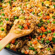 Easy Chicken Fried Rice is a quick and simple dinner you can make any night of the week. This stir fry is ready in just 30 minutes, full of healthy vegetables and kid-friendly, too - you can even make it if you don't have any leftover rice on hand! Easy Rice Recipes, Healthy Recipes, Asian Recipes, Vegetarian Recipes, Cooking Recipes, Ethnic Recipes, Jasmine Rice Recipes, Cooking Ham, Chinese Vegetables