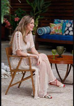 Luana Piovani veste mais uma peça em crochê