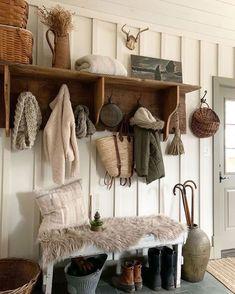 FINDING THE INSPIRATION TO DESIGN A HOME | CARMEN DE KLERK Coat Rack Shelf, Coat Racks, Decoration Entree, Farmhouse Light Fixtures, Farmhouse Lighting, Getting Organized, Decorating Your Home, Sweet Home, House Design