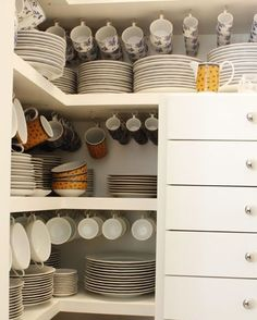 easy kitchen organization ideas for small spaces 00034 Kitchen Organization Pantry, Pantry Storage, Kitchen Storage, Home Organization, Dish Storage, Organizing, Kitchen Rack, Room Interior, Interior Design Living Room