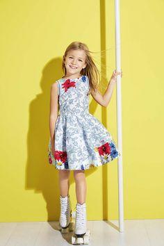 Simonetta Primavera/Verão 2015 Um estilo super chique e glamourosO, fiel à sua classe, Simonetta propõe uma coleção inspirada em temas