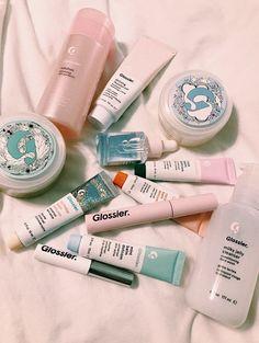 Glossier Makeup & Glossier – glänzenderes Make-up Beauty Care, Beauty Skin, Beauty Makeup, Beauty Hacks, Hair Beauty, Glossy Makeup, Skin Makeup, Milky Jelly Cleanser, Gloss Labial