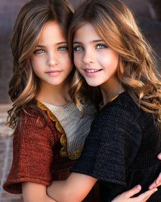 57 new ideas for fashion kids twins sisters Beautiful Little Girls, Beautiful Children, Beautiful Eyes, Cute Kids Photography, Kids Fashion Photography, Cute Kids Fashion, Girl Fashion, Fashion Hair, Cute Twins