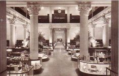 chicago Marshall Fields Department store Main Aisle State Street Selfridge's in London Old Pictures, Old Photos, Sweden Map, Chicago Heights, Chicago Photos, Chicago Photography, State Street, My Kind Of Town, Department Store