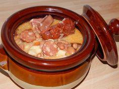 Jókai bableves Hungarian Recipes, Hungarian Food, Mashed Potatoes, Crockpot, Slow Cooker, Sausage, Goodies, Soup, Beef