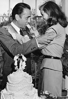 In keeping with their intimate farmhouse wedding, Lauren Bacall and Humphrey Bogart chose a rustic charmer of a cake and (for the first bite) skipped the cutlery. http://www.instyle.com/instyle/package/general/photos/0,,20352342_20521007_21001557,00.html