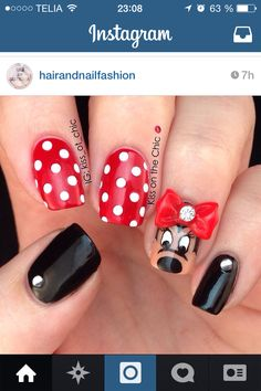 Kiss on the Chic: Mini Mouse nails with nail art bow accent Great Nails, Fabulous Nails, Gorgeous Nails, Cute Nails, Minnie Mouse Nails, Wow Nails, Disney Nails, Cool Nail Designs, Pretty Designs