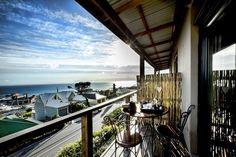 Wie sal nou nie 'n koppie koffie of glasie wyn hiér wil geniet nie? Cape Town Hotels, Executive Room, Lounge Areas, 4 Star Hotels, Hotel Offers, Marines, Family Room, Bbq, City
