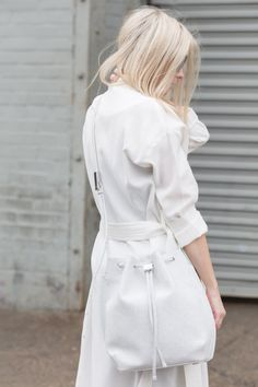 Chic Style - all white outfit with mac & bucket bag