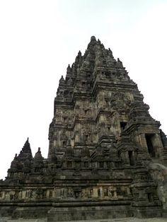 Upclose with Prambanan, Yogyakartaa |  Travel Guide to Java |  http://allindonesiatravel.com/