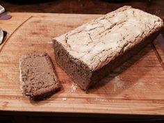 Oto super szybki i smaczny przepis na gryczany chleb bezglutenowy. Wystarczy wymieszać kilka składników i mamy sycący i smaczny chleb bezglutenowy. Smacznego