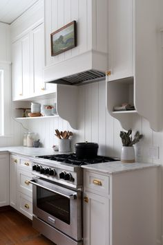 Kitchen cabinets and countertops - Our Farmhouse Kitchen Reveal! – Kitchen cabinets and countertops Cottage Kitchens, Home Kitchens, Country Kitchen Interiors, Country Kitchens, Modern Kitchens, Dream Kitchens, New Kitchen, Kitchen Decor, Kitchen Ideas