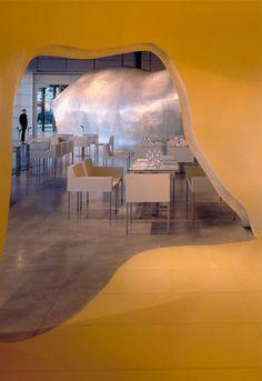 Restaurante Georges, en la 6ª planta del Centro Pompidou de París   DolceCity.com Georges Pompidou Centre, Renzo Piano, Museum, Store Design, Dining Table, Architecture, Building, Wanderlust, Home Decor