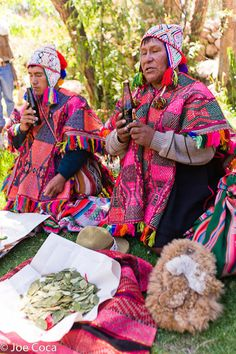 Speaking Out for Weaving Traditions  Four hundred weavers of the Americas gathered in Urubamba, Peru, in the Sacred Valley near Cusco for Tinkuy de Tejedores 2010. | Clothroads