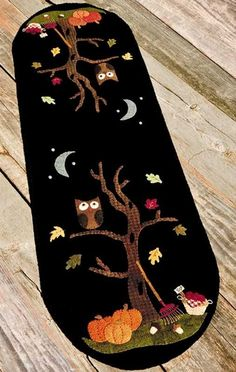 An Autumn Mood: Pattern by Nutmeg Hare includes instructions to make a x wool applique table runner. Felted Wool Crafts, Felt Crafts, Halloween Quilts, Halloween Crafts, Wool Applique Patterns, Felt Patterns, Print Patterns, Halloween Table Runners, Felt Tree