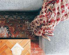 When your living room colors are already festive. 🌲  #merryandbright #woodaccessories #metalandwood #grey #woodandsteel #festive #livingroom #livingroomdecor #modernfarmhouse #modern #farmhousestyle #bohemian #bohemianstyle #persianrug #mywestelm #makehomeyours #smmakelifebeautiful #caitelizphoto #design #herringbone #warmcolors