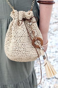 Drawstring bag crochet pattern designed by Handy Little Me. Make a really easy summer bag with this beginner friendly pattern. Crochet Drawstring Bag, Drawstring Bag Pattern, Free Crochet Bag, Crochet Tote, Crochet Purses, Crochet Basics, Drawstring Bags, Bag Pattern Free, Bag Patterns To Sew