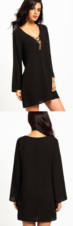 Feel breezy and still look sexy with this black kaftan dress. It comes with a bell cut long sleeves, flare bodice and then accentuated with a lace-up detailing on its v-cut neckline.