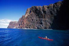 A man kayaks near the cliffs of southern Lana'i. Image by Dahlquist Ron / Getty Lanai Island, Big Island, Honolulu Oahu, Kauai, Places To Travel, Places To Go, Great American Road Trip, Hawaiian Islands, Hawaii Travel
