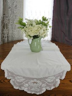 """Vintage White Table Runner Crochet Lace Lily Pad Lotus Leaves 59x21"""" Koi Pond"""