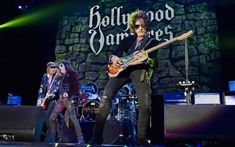 The Hollywood Vampires Cover Themselves In Gory