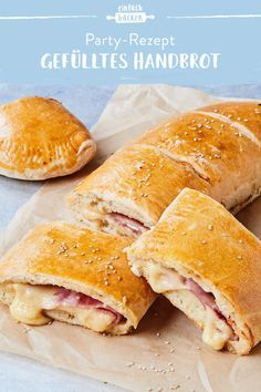 Filled hand bread- Gefülltes Handbrot Whether at festivals, at a private party or for a cozy dinner – hand bread is always welcome. Filled with ham and cheese or just as you like with other ingredients, it& guaranteed to please everyone. Easy Homemade Burgers, Tartiflette Recipe, Ideas Sándwich, Pan Relleno, Veggie Sandwich, Sandwich Shops, Puff Pastry Recipes, Snacks Für Party, Ham And Cheese