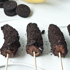 Peanut Butter Chocolate & Oreo frozen Banana Pops - perfect for summer!