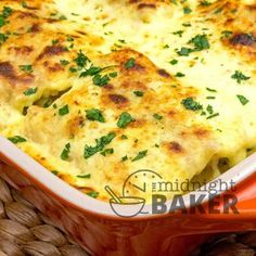 Here's something different to do with that leftover chicken! Lasagna noodles filled with a creamy chicken and spinach filling topped off with a rich, yet easy. Chicken Alfredo Lasagna, Chicken Pasta Bake, Lasagna Noodles, Chicken Casserole, Mexican Casserole, Cream Of Chicken Soup, Creamy Chicken, Coconut Squares Recipe, Coconut Bars