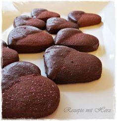 220 g Mehl 1/2 TL Salz150 g weiche Butter80 g Puderzucker 2 EL KakaopulverAbrieb einer unbehandelten Bio-Orange oder 1/2 TL Orange-back2 Eigelbe Kuvertüre 70% Kakaoanteil Alle Zutaten in den Mixt