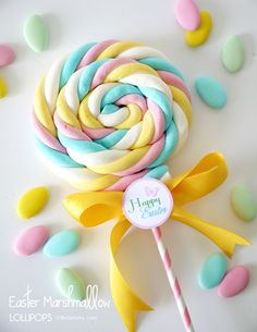 DIY Marshmallow Lollipops & Free Easter Tags 30 Days of FREE Party Printables: Day 21 - Happy Easter Tags Quick and Simple Easter Marshmallow Lollipops by Birds Party Candy Party, Party Favors, Lollipop Party, Party Sweets, Hoppy Easter, Easter Party, Unicorn Birthday Parties, Craft Party, Party Printables