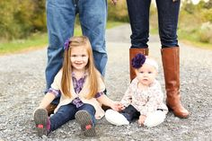 what to wear for fall family pictures, and pose idea but just with one child
