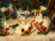 Winter/forest animals sensory table. A little over the top, but good ideas.