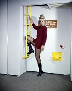 EXC UNSEEN STAR TREK ARCHIVE GRACE LEE WHITNEY  LEGGY  CHEESECAKE  8x10 Photo 3