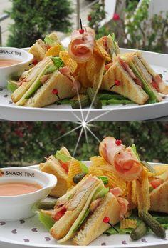 Club Sandwice Σπιτικό !!! ~ ΜΑΓΕΙΡΙΚΗ ΚΑΙ ΣΥΝΤΑΓΕΣ 2 Street Food, Sandwiches, Tacos, Food And Drink, Mexican, Cooking, Breakfast, Ethnic Recipes, Roll Ups